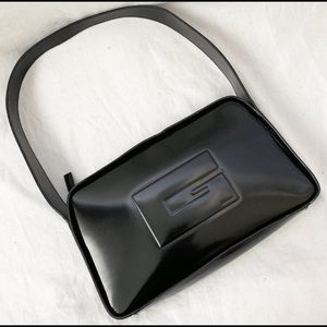 GUCCI BLACK SHOULDER BAG!